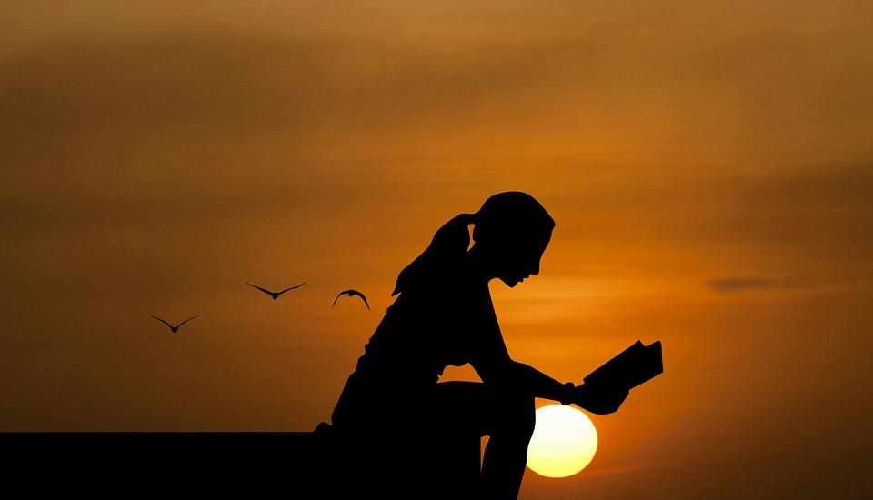 donna che legge
