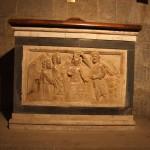 Fonte battesimale con figura del battesimo di Cristo. Prima metà sec. XIV