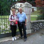 007 Ancora presso la Casa con Giovanni Paolo II e Benedetto XVI