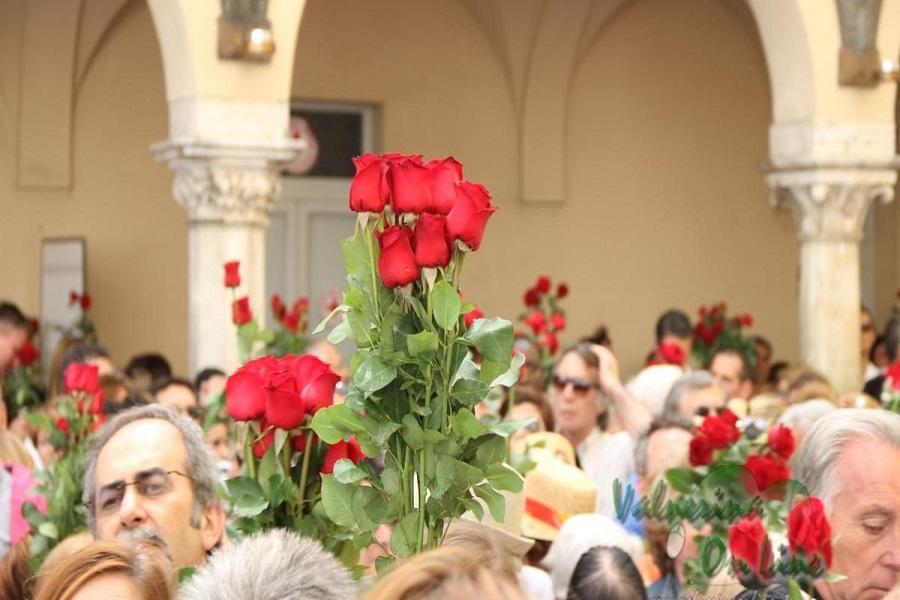 rose-rosse-per-santa-rita-1200x640