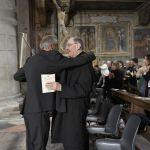 Fine-concerto-L'abbraccio con il Vescovo di TV, S.E. Mons.Gardin