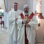 Don Bruno Cipro con la Reliquia